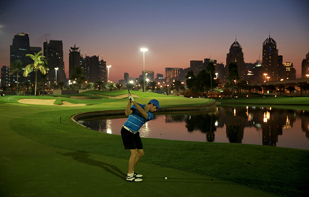 night golf, emirates golf club faldo course, dubai, united arab emirates