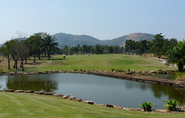 The lake at Majestic Creek Golf Club Hua HIn