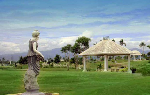Statue at Royal Garden Golf Country Club, Angeles City, Philippines