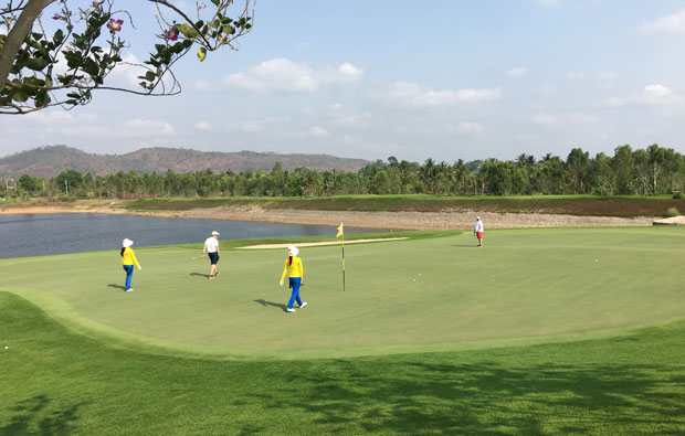 putting out, siam country club plantation course, pattaya, thailand