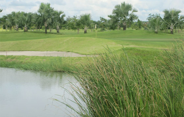 Royal Mingardon Golf Country Club water hazard