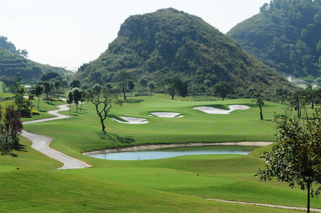 tee box, royal golf club, hanoi, vietnam