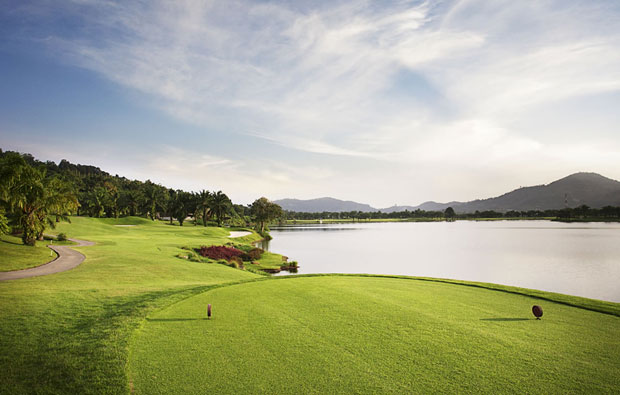 tee box sir james resort khao yai